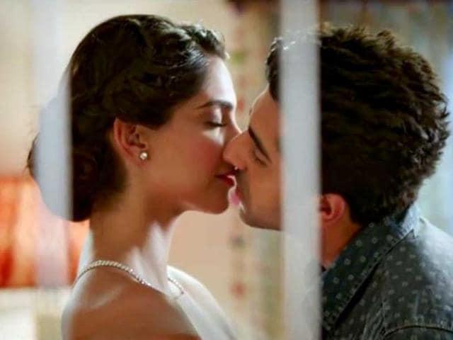 Bewakoofiyaan,Bewakoofiyaan movie review,Sonam Kapoor