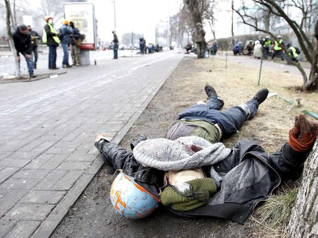 A dead body is seen on the ground after violence erupted in the Independence Square in Kiev. (Reuters)