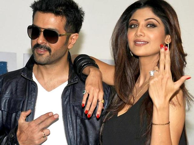 Shilpa Shetty and Harman Baweja promote their upcoming film Dishkiyaoon in Mumbai. Check out the pics.