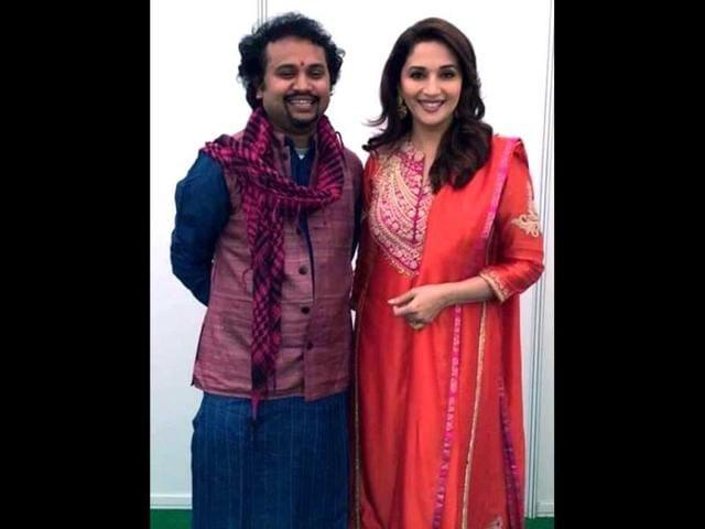 Gulaab-Gang-director-Soumik-Sen-poses-with-Madhuri-Dixit