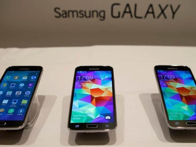 Samsung-Galaxy-S5-smartphones-are-seen-on-a-display-at-the-Mobile-World-Congress-in-Barcelona-Photo-Reuters-Albert-Gea