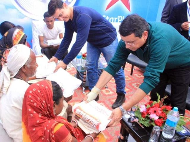 Aamir Khan visits the village of late Mountain Man Dasrath Manjhi in Gaya.