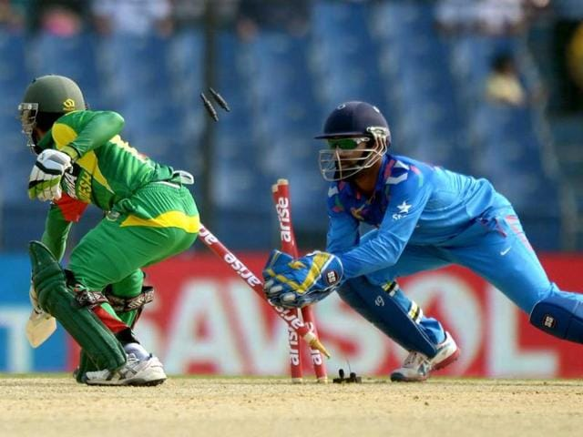 Dinesh Karthik (R) stumps Bangladeshi batsman Muminul Hoque during the second match of the Asia Cup at the Khan Shaheb Osman Ali Stadium in Fatullah. (AFP Photo)