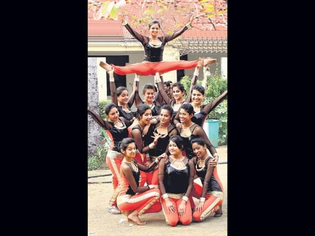 A-performance-during-Ramjas-College-fest