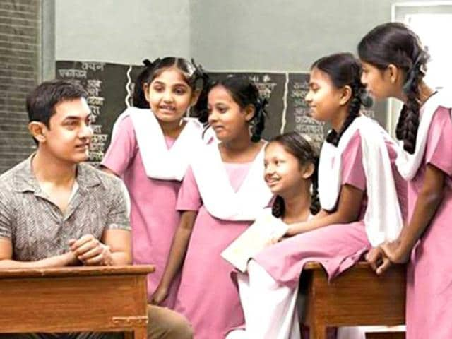 Aamir Khan was delighted to meet young girls for his show Satyamev Jayate 2, which premiered on March 2. (HT Photo)