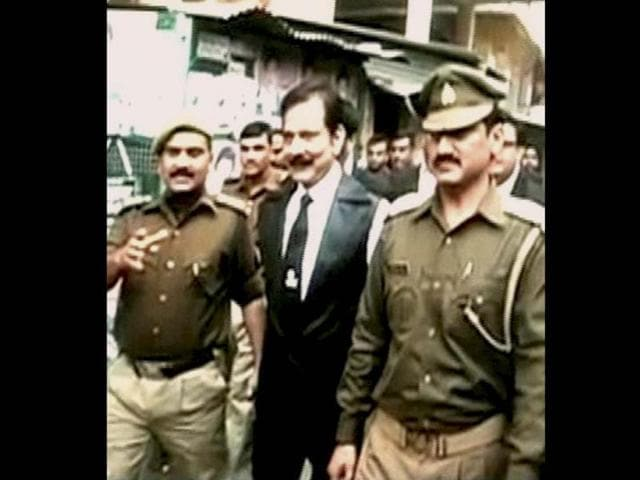 Sahara-Chief-Subrata-Roy-being-escorted-by-cops-after-his-surrender-in-Lucknow-two-days-after-Supreme-Court-issued-a-non-bailable-warrant-against-him-PTI-photo