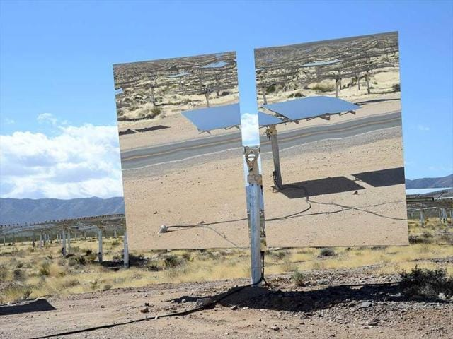 A-heliostat-with-two-mirrors-reflects-other-heliostats-at-the-Ivanpah-Solar-Electric-Generating-System-in-the-Mojave-Desert-in-California-near-Primm-Nevada-AFP-photo