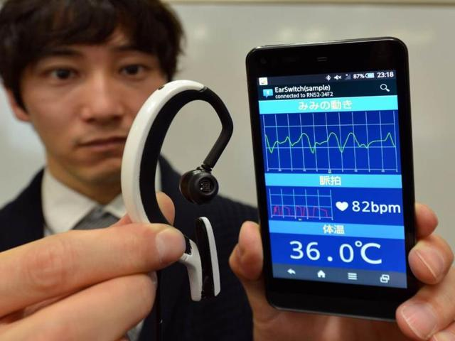 Japanese-machinery-maker-NS-West-showing-the-Earclip-type-Wearable-PC-equipped-with-vital-sensors-such-s-pulse-memter-thermometer-and-bluetooth-wireless-communication-device-in-Tokyo-Photo-AFP-Yoshikazu-Tsuno
