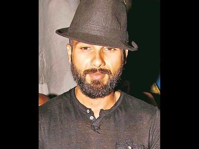 Shahid-Kapoor-s-near-bald-look-for-Haider