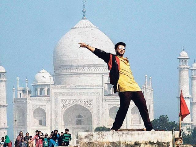 Arjun-Kapoor-was-spotted-shooting-for-his-next-Tevar-at-the-Taj-Mahal