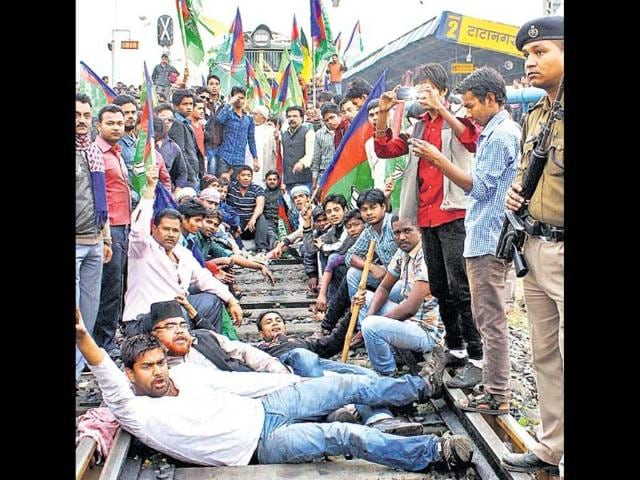 JD-U-AJSU-and-JVM-P-workers-stop-the-Howrah-Rajdhani-Express-for-over-30-minutes-as-they-enforce-the-bandh-in-Dhanbad-on-Sunday-Bijay-HT-Photo