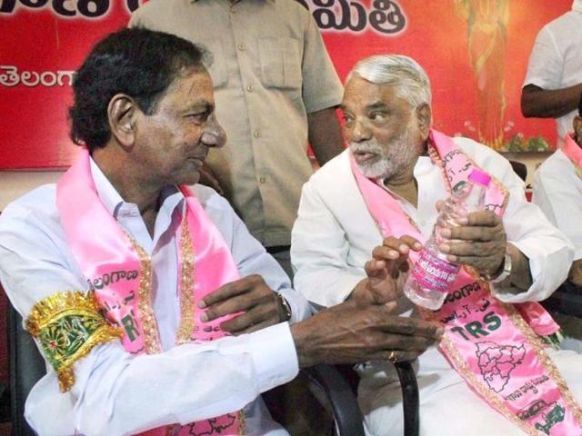 Telangana-Rashtra-Samithi-TRS-president-K-Chandrasekhar-Rao-with-party-general-secretary-K-Keshava-Rao-at-the-party-s-politburo-meeting-in-Hyderabad-PTI-Photo