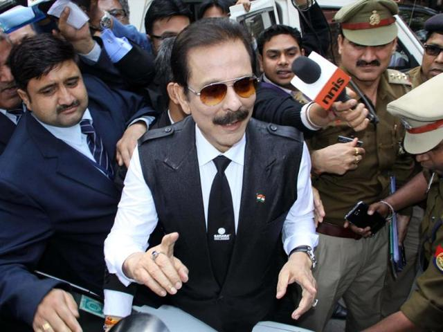 Security-officials-escort-Sahara-group-chairman-Subrata-Roy-C-on-his-arrival-at-the-Supreme-Court-in-New-Delhi-on-March-4-2014-AFP-Photo