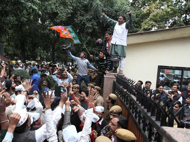 BJP-workers-clashing-with-Aam-Aadmi-Party-workers-outside-BJP-headquarters-in-New-Delhi-Arvind-Yadav-HT-photo