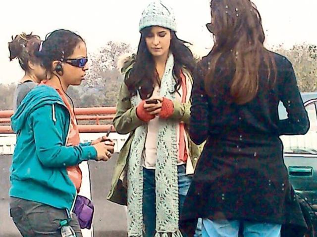 Katrina Kaif, Hrithik Roshan shoot in Delhi, try to avoid traffic jams
