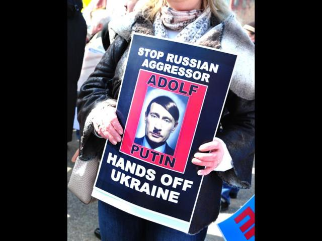 Demonstrators-with-placards-protest-against-Russian-agression-in-the-Ukraine-in-front-of-the-White-House-in-Washington-DC-AFP-photo