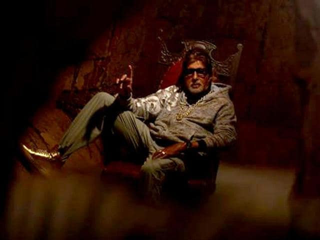 In-Bhoothnath-Returns-Amitabh-Bachchan-the-aam-bhoot-fights-election-against-corrupt-politician-Boman-Irani
