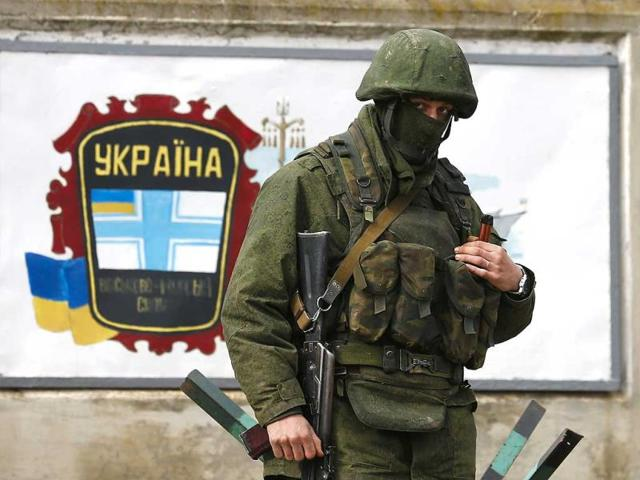 An-armed-man-believed-to-be-a-Russian-serviceman-stands-guard-outside-an-Ukrainian-military-base-in-the-village-of-Perevalnoye-near-the-Crimean-city-of-Simferopol-March-9-2014-Reuters-Photo