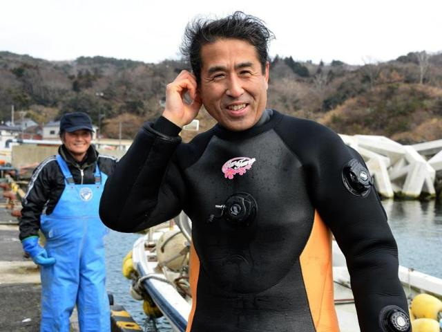 Yasuo-Takamatsu-prepares-to-dive-into-the-water-to-find-his-long-dead-wife-s-body-AFP-photo