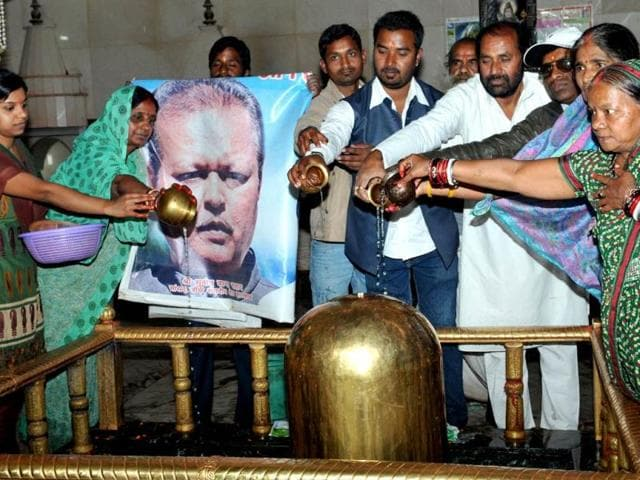 Congress-workers-pray-for-Subodh-Kant-Sahai-at-a-temple-in-Ranchi-on-Monday-Diwakar-Prasad-HT-Photo