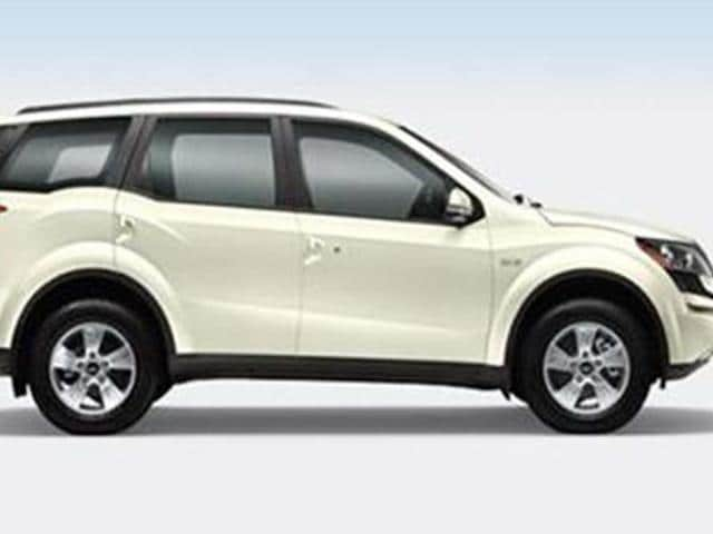 Mahindra-offers-new-colour-options-on-XUV-500