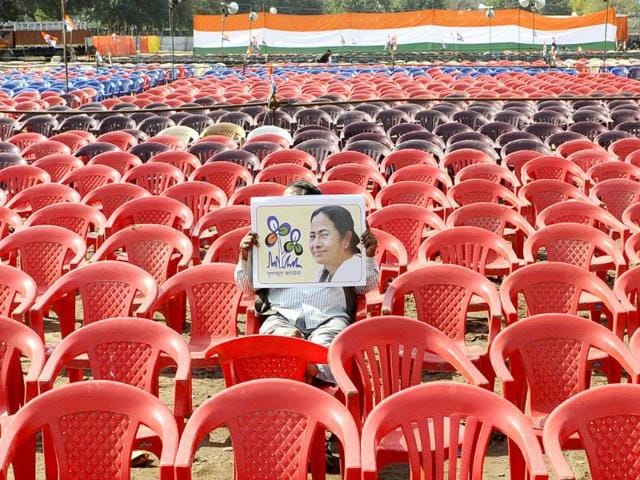 A-man-holds-up-Mamata-Banerjee-s-poster-at-her-Ramlila-Grounds-rally-in-New-Delhi-Vipin-Kumar-HT-photo