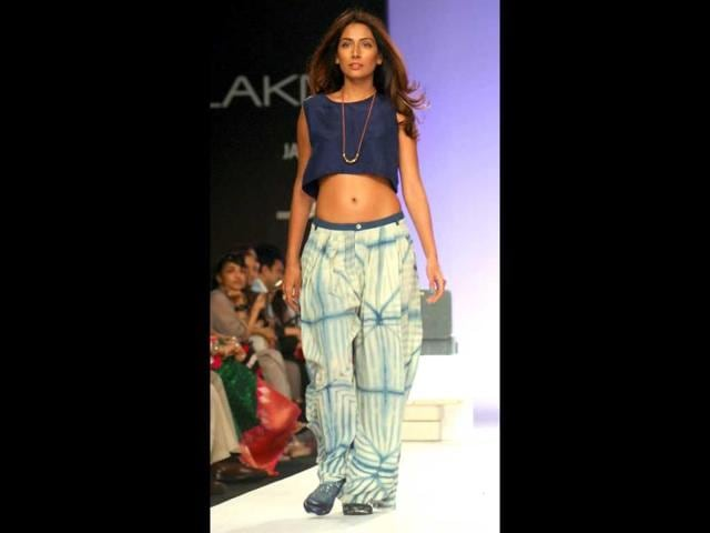 Film-actor-Monica-Dogra-showcases-a-creation-by-11-11-at-LFW-AFP-PHOTO