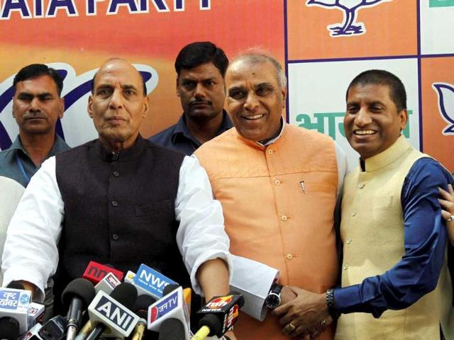 Former-Congress-leader-Jagdambika-Pal-and-stand-up-comedian-Raju-Srivastava-with-BJP-president-Rajnath-Singh-after-they-joined-BJP-in-New-Delhi-PTI-photo