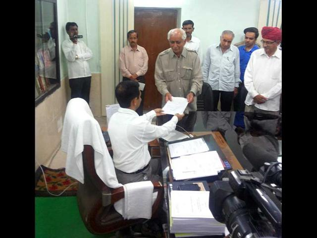 BJP-veteran-Jaswant-Singh-files-his-nomination-papers-for-Rajasthan-s-Barmer-HT-photo