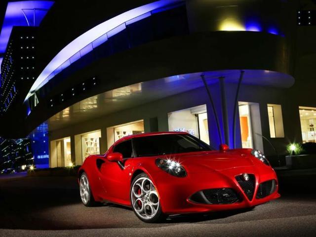 Alfa Romeo returns to the US with SUV plans,alfa romeo suv,4C coupe