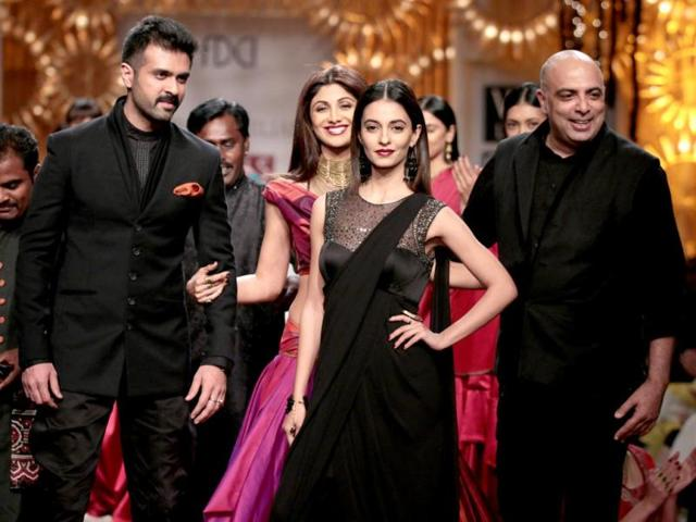 Shilpa Shetty, was accompanied by actors Ayesha Khanna and Harman Baweja at the end of Tarun Tahiliani's autumn/winter 2014 collection at the Wills India Fashion Week. (HT Photo/ Raajessh Kashyap)