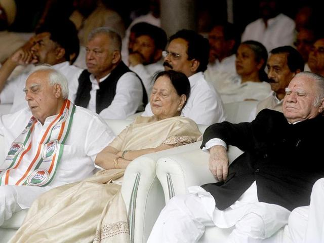 Congress-leader-Kapil-Sibal-takes-a-nap-during-the-releasing-of-Congress-manifesto-for-the-upcoming-Lok-Sabha-election-in-New-Delhi-Sanjeev-Verma-HT-Photo