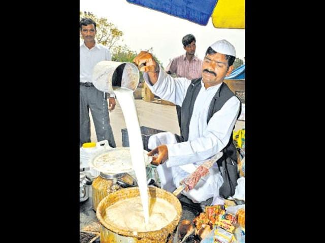 Though-his-candidature-was-rejected-in-2009-Shatrudhan-Gupta-a-tea-vendor-is-confident-of-a-win-this-time-Sonu-Mehta-HT-Photo