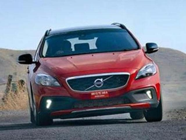 Volvo-V40-to-be-replaced-by-new-premium-small-car-family