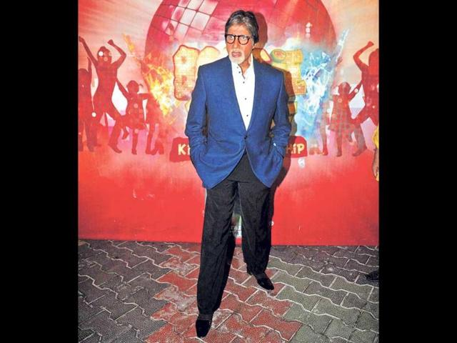 Amitabh-Bachchan-on-the-sets-of-a-TV-show-in-Malad