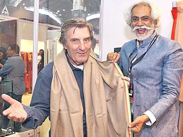 French-designer-Emanuel-Ungaro-L-with-Sunil-Sethi