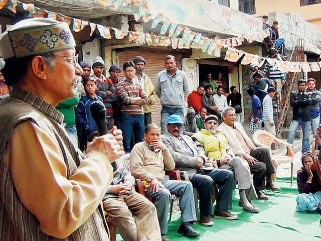 BJP-s-Pauri-candidate-BC-Khanduri-addresses-a-gathering-during-his-road-show-in-Joshimath-HT-Photo