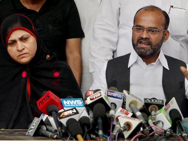 Rajya-Sabha-MP-Sabir-Ali-alongwith-his-wife-address-a-press-conference-in-New-Delhi-on-Sunday-PTI-Photo