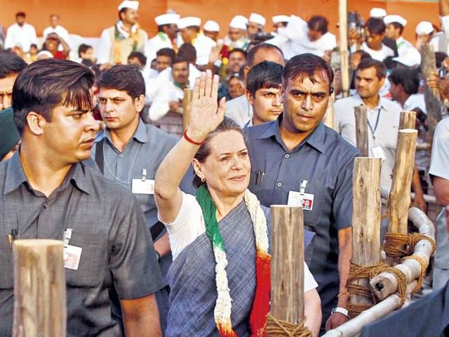 Sonia-Gandhi-waves-to-the-crowd-at-Ajmal-Khan-Park-in-New-Delhi-on-Sunday-Sanjeev-Verma-HT-photo