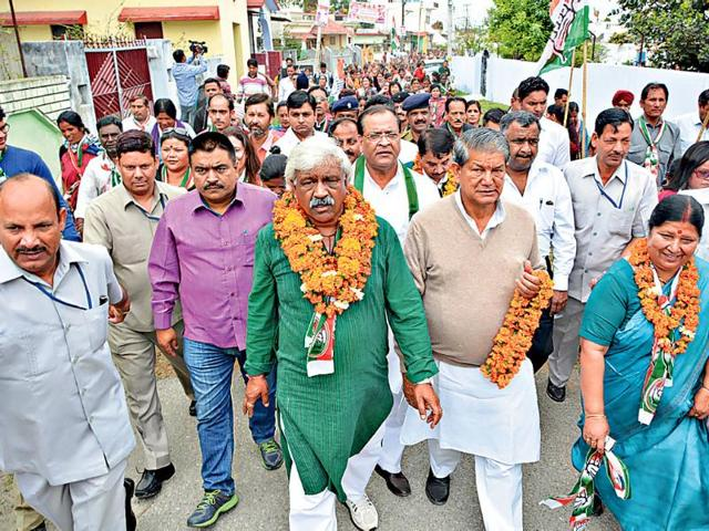 Chief-minister-Harish-Rawat-and-his-cabinet-colleagues-Dinesh-Aggarwal-and-Yashpal-Arya-among-others-carry-out-a-pada-yatra-in-Dehradun-on-Sunday-Rishi-Ballabh-HT-Photo