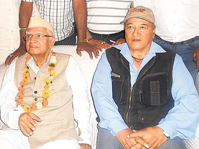Vetran-Congress-leader-ND-Tiwari-left-along-with-Nainital-MP-KC-Singh-Baba-at-a-public-event-in-Kashipur-HT-Photo