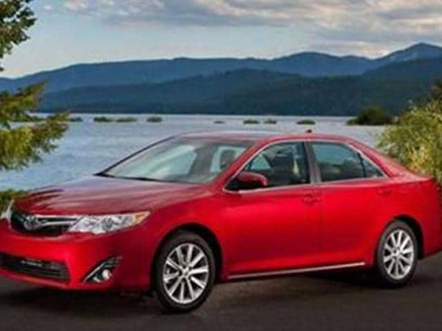 Toyota-to-showcase-Camry-facelift-at-New-York-Auto-Show