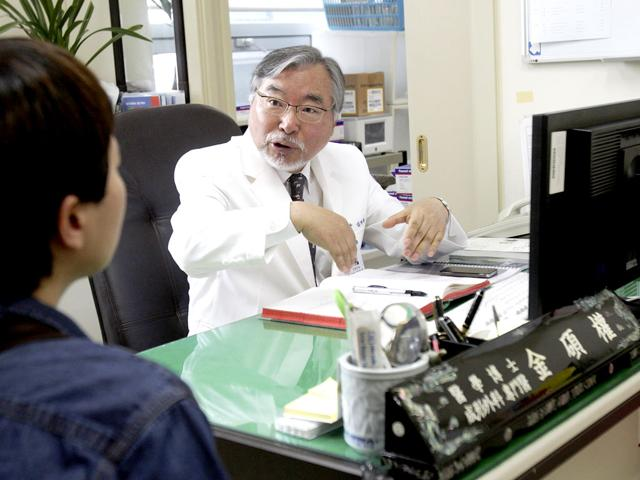 Dr-Kim-Seok-Kwun-61-talks-with-a-patient-at-Dong-A-University-Hospital-in-Busan-South-Korea-Dr-Kim-is-a-pioneer-in-slowly-changing-views-on-sexuality-and-gender-in-the-country-where-many-have-long-considered-even-discussions-of-sexuality-a-taboo-AP-photo