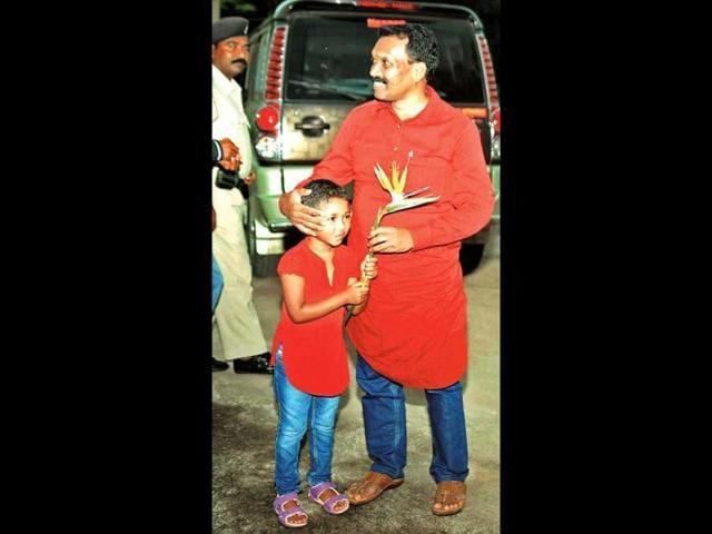 Ex-CM-Madhu-Koda-with-his-daughter-Nagi-HT-File