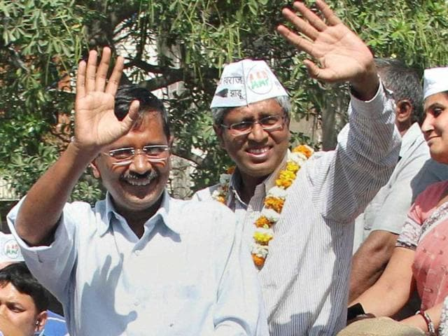 AAP-Party-leader-Arvind-Kejriwal-after-cast-his-vote-with-his-family-at-Tilak-Marg-in-New-Delhi--HT-Photo-Ajay-Aggarwal