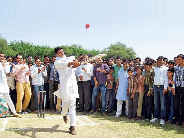 Congress-candidate-Sachin-Pilot-plays-cricket-during-his-campaign-in-Ajmer-HT-Photo