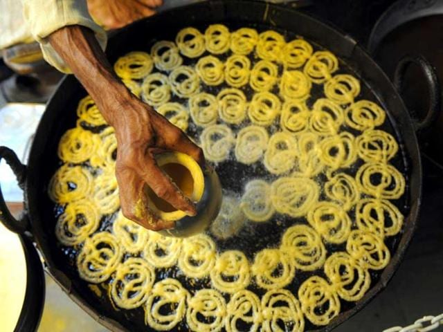 Jalebi-or-Jilawii-is-a-sweet-popular-in-countries-of-the-Indian-Subcontinent-as-well-as-in-many-countries-in-the-Middle-East-and-North-Africa-AFP
