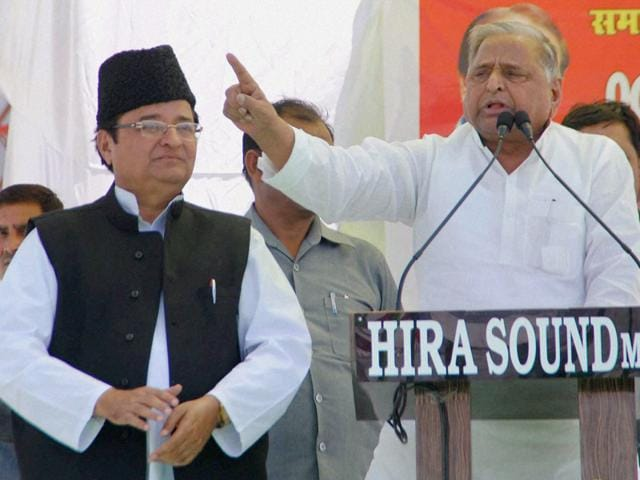 Mulayam-Singh-Yadav-addressing-a-rally-at-Moradabad