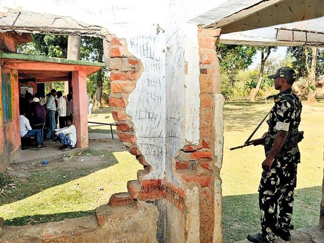 A-security-personnel-takes-refuge-from-the-scorching-sun-under-the-shadow-of-a-dilapited-school-at-Kadojora-in-Lohardaga-HT-Photo