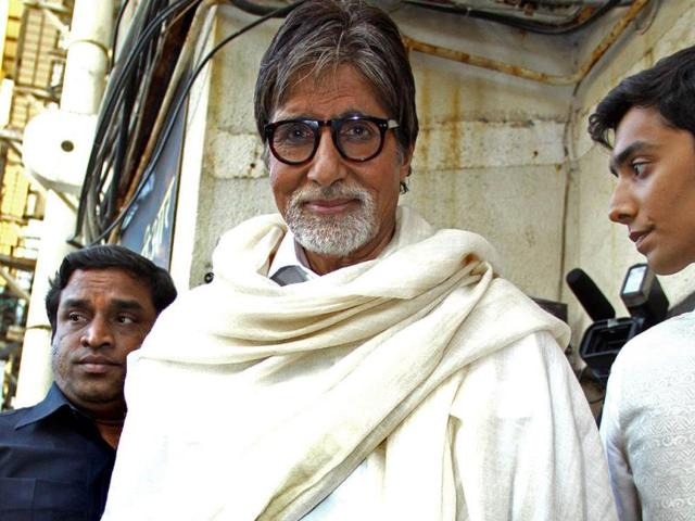 Amitabh Bachchan poses for the shutterbugs at the special screening of Bombay to Goa. (AFP)